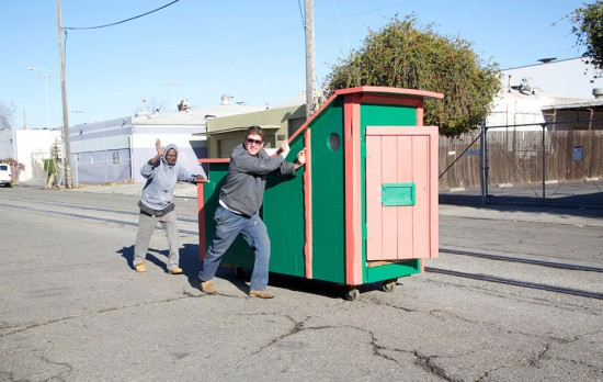 Artist Gregory Kloehn Creates Home For Homeless From Garbage 009