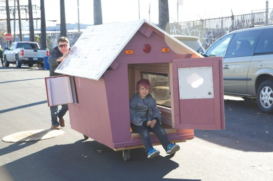 Artist Gregory Kloehn Creates Home For Homeless From Garbage 012